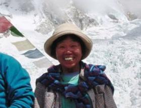73 yaşında Evereste tırmandı
