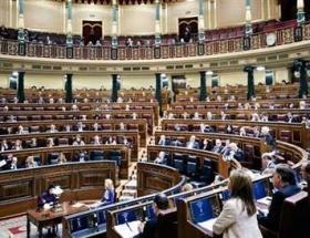 İspanya Meclisinin çatısı aktı