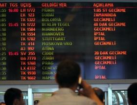 İzmirde uçak seferleri iptal edildi