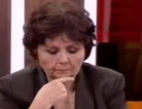 Ayşenur Arslan gözyaşlarını zor zaptetti