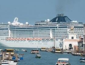 İtalyayı korkutan canavar gemi İstanbulda