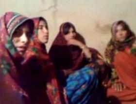 Pakistanda on binlerce kişi evini terk ediyor