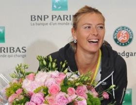 Şampiyon Sharapova
