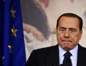 İtalya siyasi krizin eşiğinde