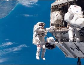 3 astronot dünyaya döndü