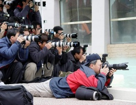 Komşuda gazeteciler grevde