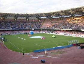 370 kişilik staddaki maça doğru