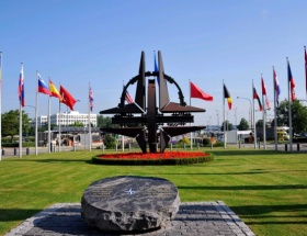 NATO, Londradaki palalı saldırıyı kınadı