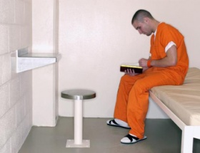 Siyasi mahkûmlar tazminat talep ediyor