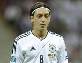 Arsenal, Mesut Özil transferini doğruladı