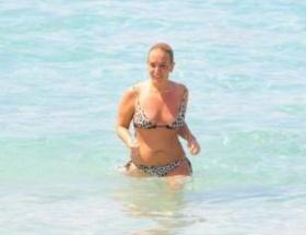 Saba Tümer de bikinili