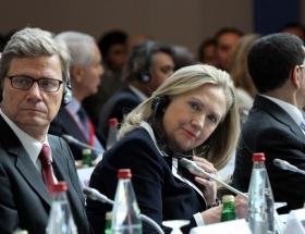 Clinton, Arnavutlukta