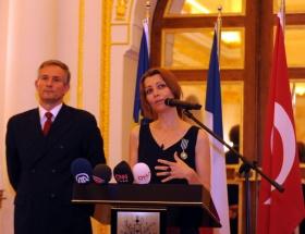 Elif Şafaka Fransadan ödül