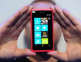 Nokiadan Pembe Lumia 900