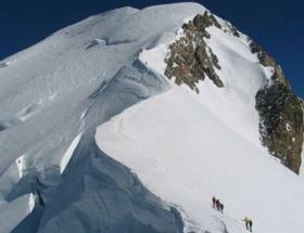 Alplerde helikopter düştü: 4 ölü