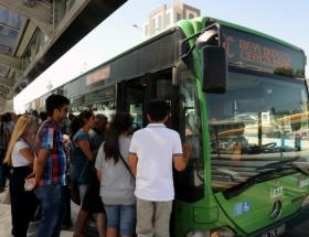Metrobüs yayaya çarptı