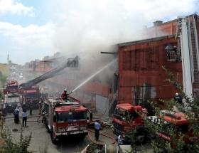 İkitellide kolonya fabrikası yanıyor