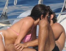 Teknede aşka geldiler