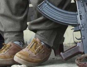 Hakkaride bir PKKlı teslim oldu