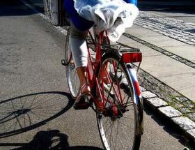 Aracın çarptığı bisikletli, hayatını kaybetti