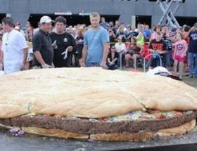 1 tonluk çizburger rekor kırdı