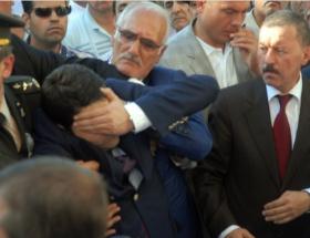 DP Başkanı şehit cenazesinde bayıldı