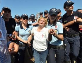 Hükümeti protesto etti, polis zor kurtardı