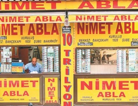 Dünyanın en şanslı bayisi Nimet Abla
