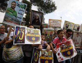 El Clasicoda Gilat Şalit protestosu