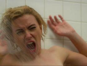 Scarlett duşa girdi!