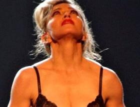 Madonnadan Talibana çıplak protesto