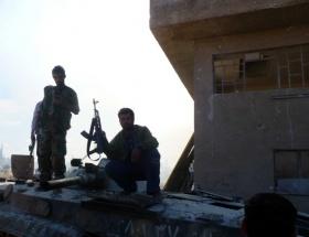 Suriye ordusundan kopuşlar sürüyor
