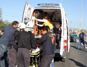 Otomobille tır çarpıştı: 1 ölü 2 yaralı