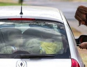 19 çocuğu arabasına bindirdi