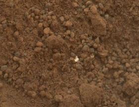 Curiosity ilk Mars kumunu yuttu