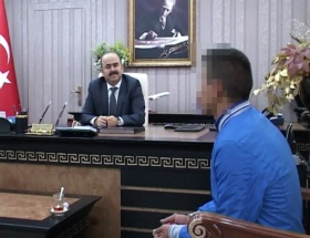 Vali teslim olan PKKlıyı bağrına bastı
