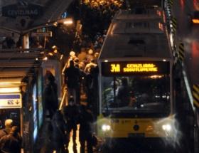 TÜYAPta metrobüs izdihamı