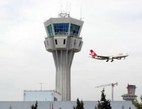 Pilotlar, hava kontrolörleri ile sorunlarını çözüyor