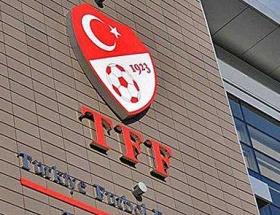 Trabzonda TFF binasına boyalı tepki