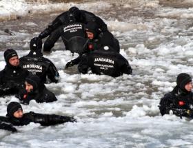 Buzlar arasında ölümüne arayış