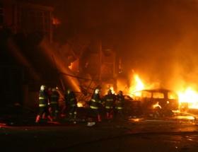 Endonezyada iki kilise yakıldı