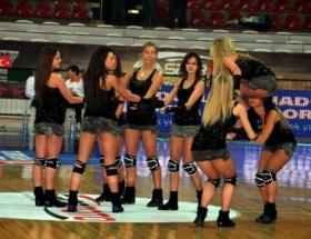 Beşiktaş istedi kızlar kovuldu