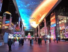250 metrelik LCD ekranın altında akşam sefası