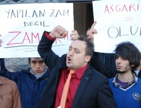CHPli gençlerden asgari ücret protestosu