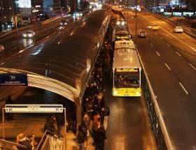 Metrobüs yine çıldırttı!