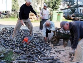 Karadenizin fındık odunu evleri ısıtıyor