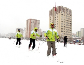 Şehir merkezinde kayak keyfi