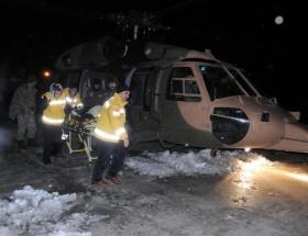 Yaşlı hasta askeri helikopterle hastaneye ulaştırıldı
