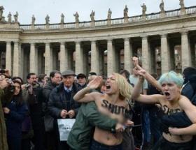 Papanın huzurunda soyundular