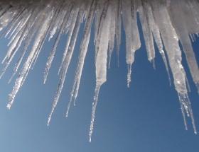 Tonlarca buz kütlesi tehlike saçıyor